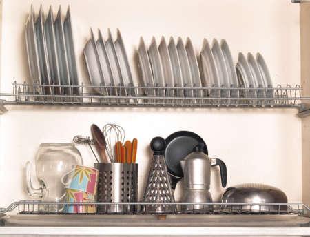 食器や調理器具のキッチン ラック 写真素材