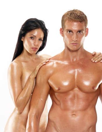 pareja desnuda: Hombre desnudo y una mujer mirando a la cámara Foto de archivo