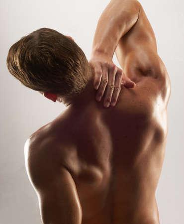 latissimus: Vista posteriore di un uomo muscoloso