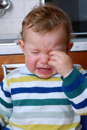 ojos llorando: Poco llanto de un beb� Foto de archivo