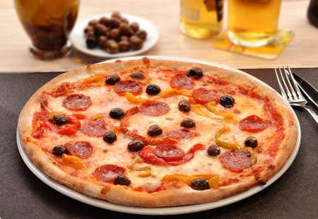 peperoni: Peperoni cheese pizza dish