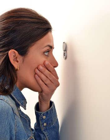 Berrascht Angst junge Frau Standard-Bild - 75311650