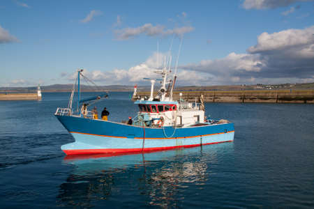 trawler net: Leave trawler Douarnenez for a day of fishing in the Atlantic Ocean - Britain, France Stock Photo