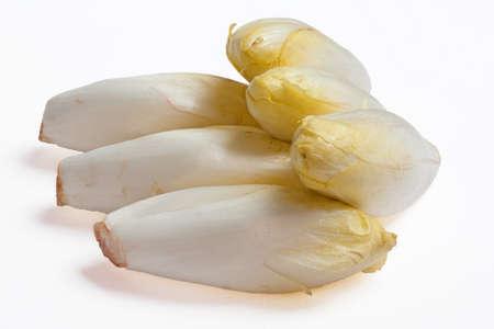 escarola: Escarola apilados sobre un fondo blanco