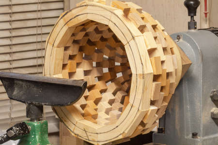 tool cabinet: Manufacture d  'a vase on a wooden tower