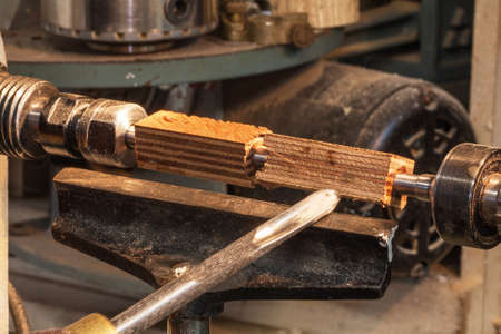 tool cabinet: Creation of a pen on a lathe wood