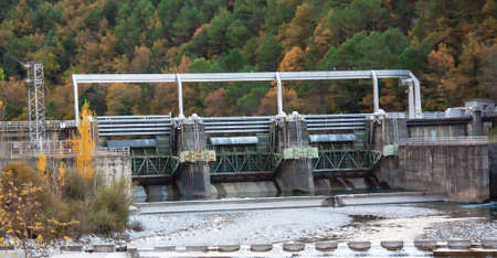 restraint: Dam on river in the Spanish pyreneen landscape los reserve circos, Aragon, Spain Stock Photo