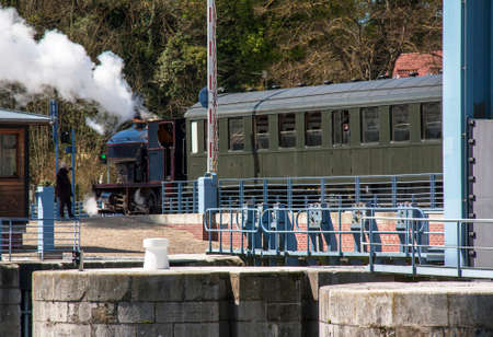 Steam train on the bridge of the cliff. St Valery on Somme. Hauts de France Imagens