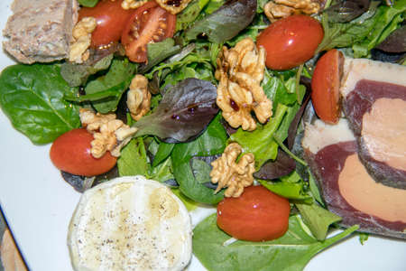 Pergourdine salad on serve