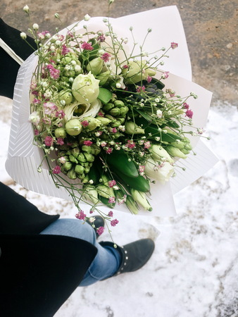 Close-up Beautiful Bouquet. Bouquet of flowers Hyacinth and gypsophila. Fresh spring bouquet. 版權商用圖片
