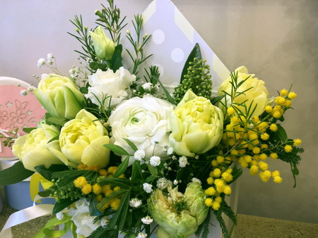 Composition with Colorful flowers. Flowers yelloe tulip, white ranunculus, yellow mimosa. 版權商用圖片