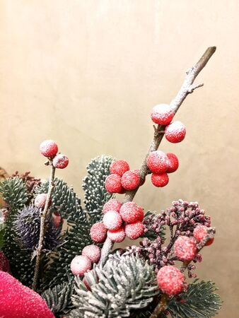 Beautiful Christmas decoration background. Christmas winter composition whit Fir cone, red roses and berries with snow. Christmas decoration background. Banco de Imagens