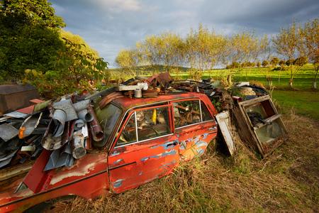 scrap: Ferraille dans le paysage.
