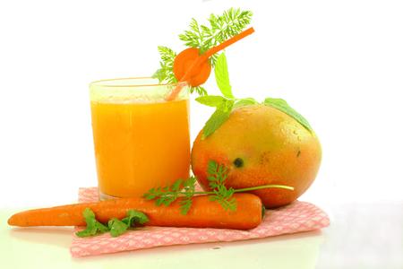 mango and carrot juice Standard-Bild
