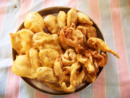 fritters: bhajiya fritters indian recipe Stock Photo