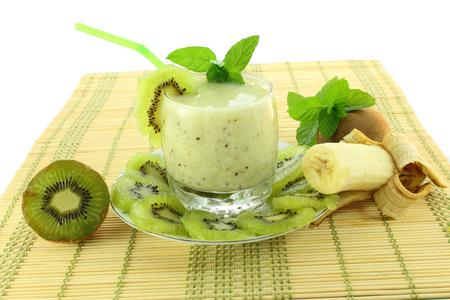 kiwi banaan met milkshake