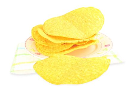 tortilla de maiz: conchas de tortilla de maíz tostada en el fondo blanco Foto de archivo