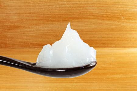 スプーンで白色ワセリン 写真素材