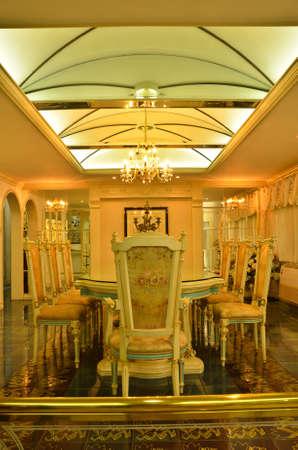 arredamento classico: Grande Sala da pranzo --- soffitto Archivio Fotografico