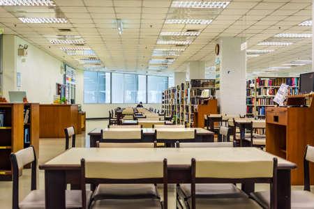 3nd piętro wnętrze biblioteki Uniwersytetu Chulalongkorn, najstarszy uniwersytet w Tajlandii znajduje się w Bangkoku. Publikacyjne