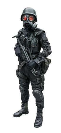 Especial fuerza soldado llevaba Gask máscara de pie en el fondo aislado Foto de archivo - 20270965