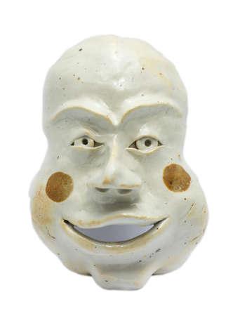 maschera tribale: Antica maschera tribale su sfondo bianco