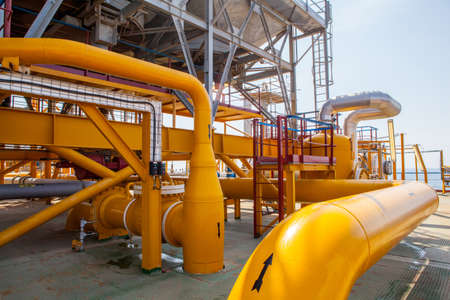 Oil Platform pipeline and pressure transfer system with different pressure compressors