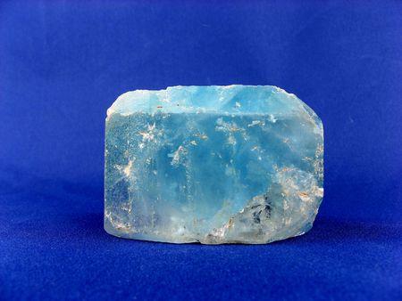 regeneration: Una grande Topaz cristallo blu naturali, la Namibia. Di interesse per gioiellerie, i collezionisti e per medicina alternativa - gotta, disturbi del sangue, la tubercolosi e la rigenerazione dei tessuti Archivio Fotografico