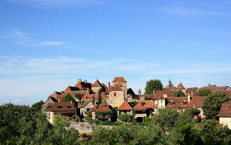 """A view across to Loubressac, Lot, France,  a fortified hilltop village which is listed as one of the 152 """"plus beaux villages""""  """" most beautiful villages"""" of France Stock Photo"""