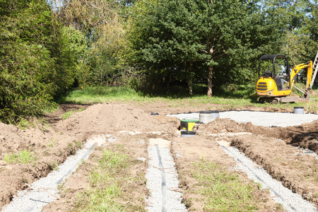 septic tank: Installation of a second filter bed on a septic tank for poor drainage in clay soil showing the difference in the layout of the primary and secondary beds and the position of the pump and filters