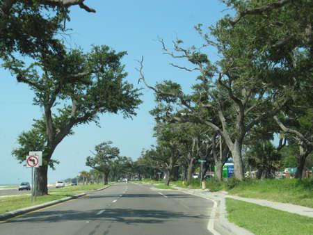 日陰道 - ロングビーチ、ミシシッピー、米国 写真素材