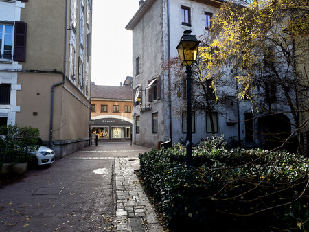 Shot of some characteristic houses in the beautiful town of Annecy, France Standard-Bild - 117735411