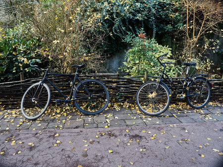 Shot of some bikes in a nice corner in the beautiful town of Annecy, France Standard-Bild - 117735423