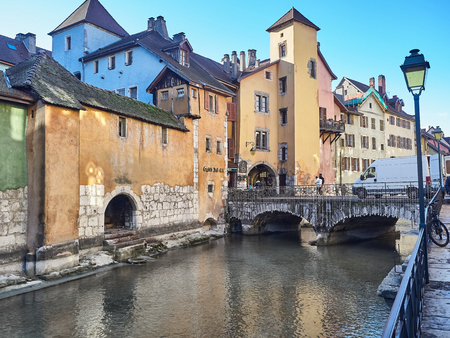Annecy, France - December 07, 2018 - Shot of some characteristic houses in the beautiful town of Annecy, France Standard-Bild - 117740591