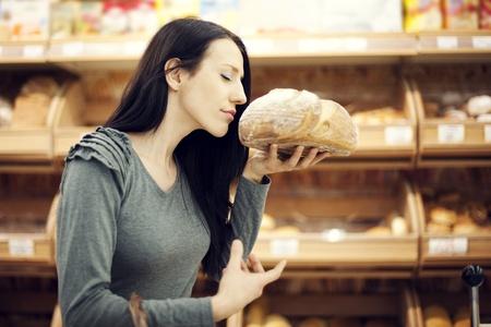 hand basket: Fresh baked bread