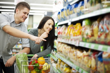 supermarket shopping: Couple at supermarket