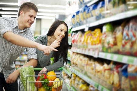 supermarket shelf: Couple at supermarket