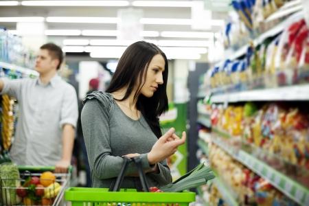 vegetables supermarket: Couple at supermarket