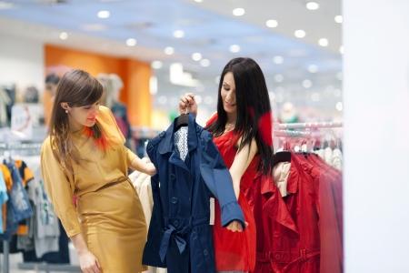 best friends: Best friends shopping