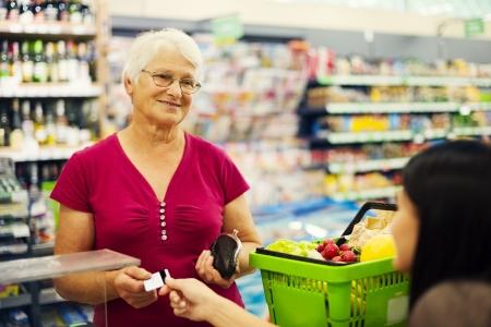 cassa supermercato: Pagare con carta di credito per gli acquisti