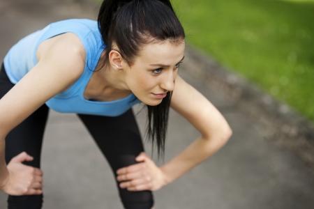 epuise: Femme fatigu�e apr�s le jogging Banque d'images