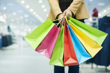 faire les courses: Femme avec des sacs