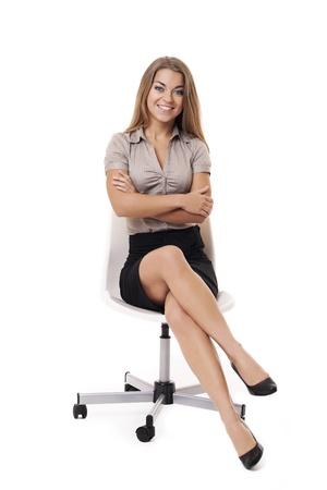 mujer sentada: Empresaria en la silla blanca Foto de archivo