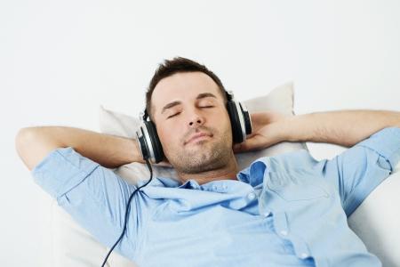 audifonos: So�ando hombre que escucha la m�sica