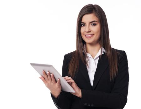 디지털 태블릿을 사용하는 행복 한 사업가