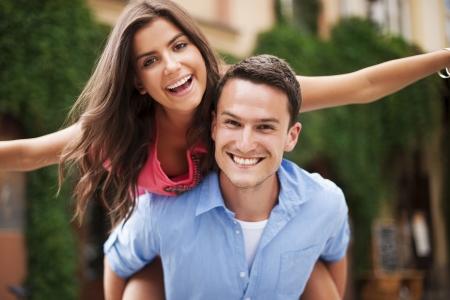 pareja abrazada: Retrato de pareja de enamorados