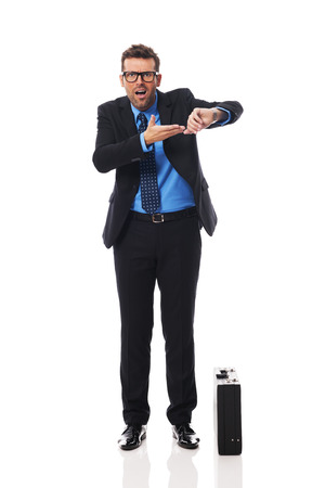 Boze zakenman wachten op late zakenpartner