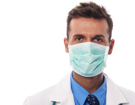 male doctor: Ritratto di medico di sesso maschile che indossa maschera chirurgica Archivio Fotografico