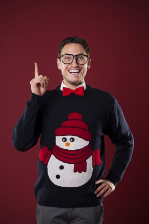 Funny nerdy man wearing sweater with snowman has brilliant idea  版權商用圖片