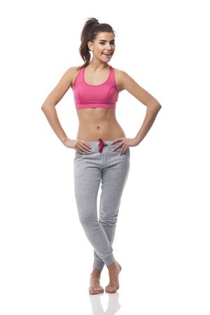 mujer cuerpo completo: Retrato de mujer hermosa gimnasio